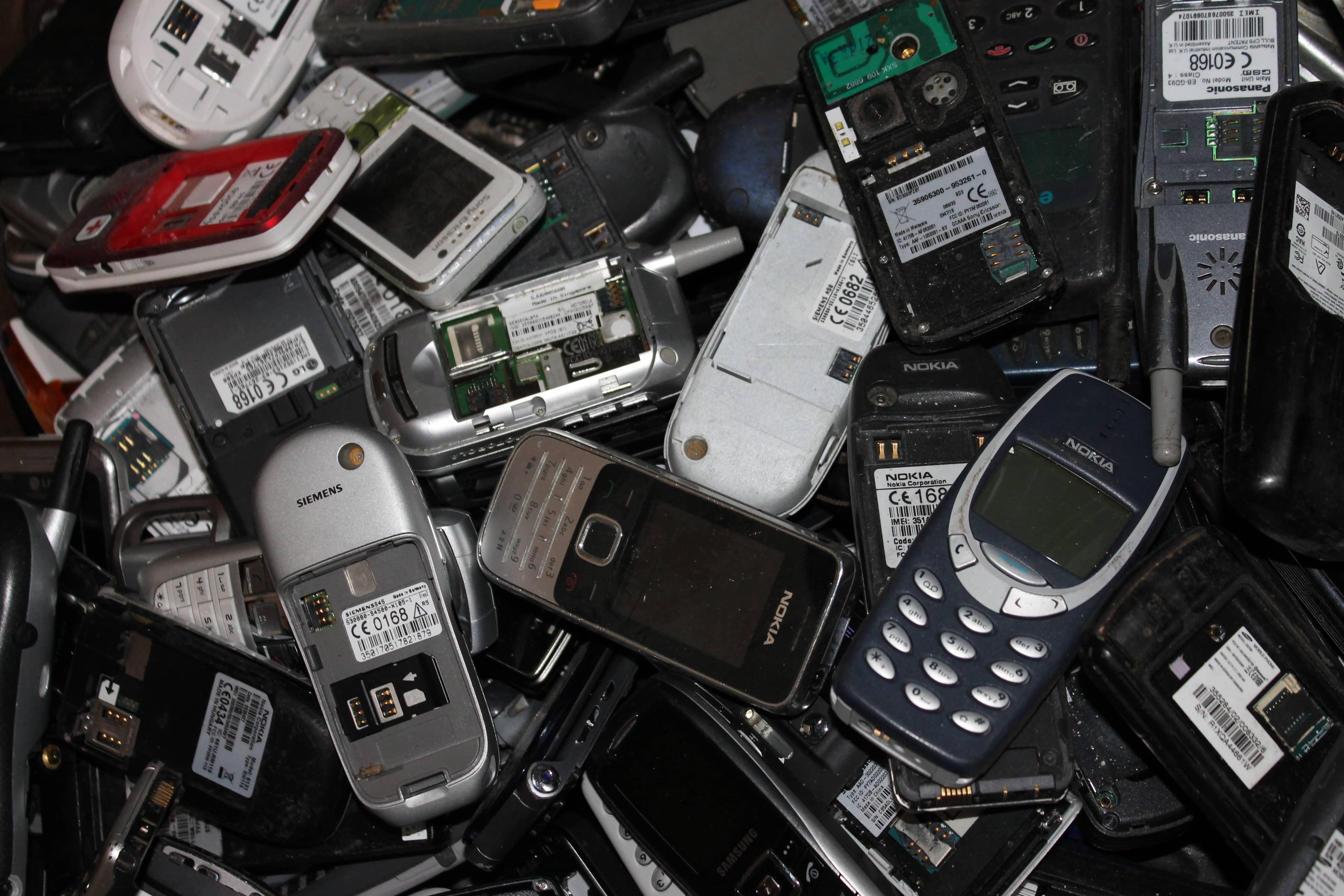 Elektronikschrott Handy und Handyplatinen